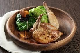cuisiner pigeon recette de suprêmes et cuisses de pigeon rôti chou farci de