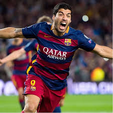 luis suarez shows off the matching tattoo he got with his wife