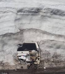 jeep snow meme jeep found underneath 20 feet of snow in california daily mail online