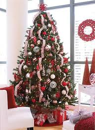 Decorate Christmas Tree Professionally by Best 25 Christmas Tree Themes Colors Red Ideas On Pinterest