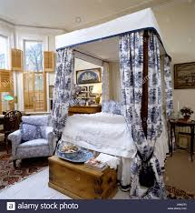 White Curtains With Blue Pattern Bedroom With Four Poster Bed With Blue And White Willow Pattern