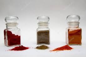 barattoli portaspezie barattoli portaspezie vetro con diversi tipi di pepe foto stock
