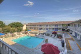 Hotels Near Fiesta Texas Six Flags San Antonio Motel 6 San Antonio Fiesta Usa Deals From 40 For 2018 19