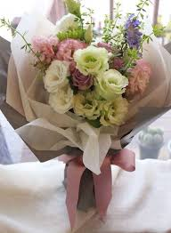 paper wrapped flowers how to wrap a bouquet tips tricks and style ideas everafterguide