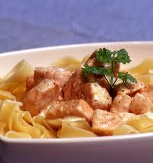 cuisiner le saumon tagliatelles aux dés de saumon frais les meilleures recettes de