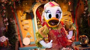 meet minnie daisy donald u0026 goofy storybook circus walt