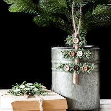 make this rustic ornament in less than 10 minutes