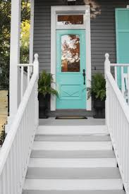 Hgtv Exterior House Colors by Sarah Martzolf Restores A Rundown Shotgun House In New Orleans