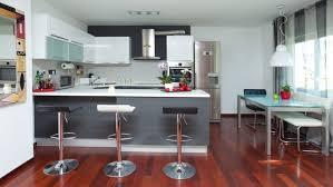 amenager cuisine ouverte amenagement de cuisine ouverte semi avec verriere d interieur 1