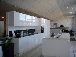 meuble blanc de cuisine cuisine noir et blanc laqu beautiful beautiful cuisine sol damier