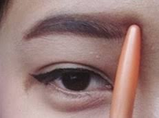 tutorial alis mata untuk wajah bulat membentuk alis lurus ala korea