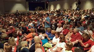large crowd attends sen elizabeth warren u0027s town hall at cape cod