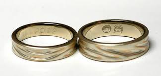 engrave wedding ring 10 ideas to make your engagement ring unique