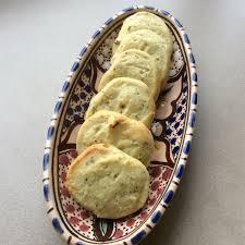 la cuisine du bonheur thermomix biscuits apéritif au chèvre frais et thym au thermomix naniemix