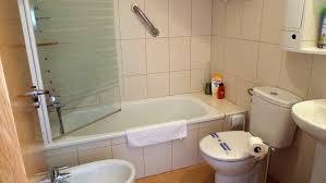 holiday apartment in condado de alhama in mazarron murcia for rental spacious bathroom with shower over bath