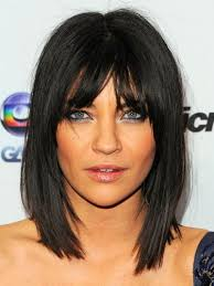sliced layered chin lengt bob with bangs jessica szohr goes for the chop with this very flattering shoulder
