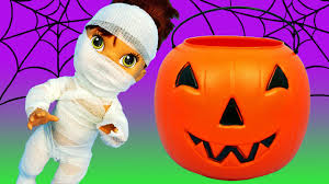 baby alive lucy gets mummy halloween costume surprise toys trick