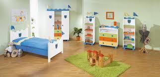 organisation chambre enfant divers espaces de rangement des objets d enfant