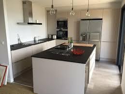 plan de travail meuble cuisine cuisine façade finition cachemire avec poignée fil plan de