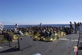 italian navy rescues 1000 migrants from boats in 24 hours