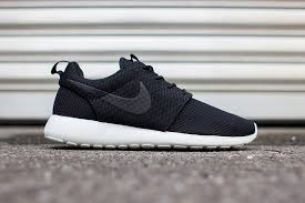 rosch runs nike womens roshe run winter trainers in black and anthracite
