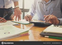 bureau des finances affaires et finances concept de bureau de travail hommes d affaires