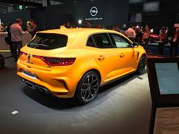 2018 renault megane rs breaks cover photos 1 of 24