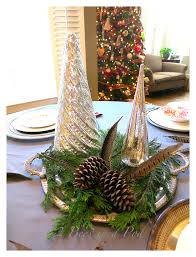 casual christmas tablescape 2 bees in a pod