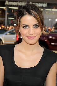 how does natalie morales style her hair natalie morales actress looks stylebistro