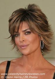 texture of rennas hair medium length layered haircuts lisa rinna with a short layered