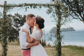 tee u0026 tom u0027s vintage wedding at hahei beach nouba com au tee
