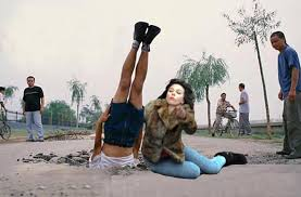 Scarlett Johansson Falling Down Meme - scarlett johansson falling down and another faceplant scarlett