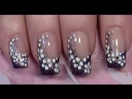 nagellack designs lila blümchen nageldesign zum selber machen mit nagellack purple