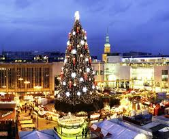 150 Feet In M 25 Of The World S Most Beautiful And Original Christmas Trees