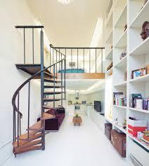 treppe dekorieren eine kompakte treppe in kleiner wohnung backstein optik