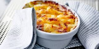gratin dauphinois herv cuisine gratin dauphinois sans lait facile et pas cher recette sur