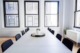 bureau vide photo gratuite chaises vide bureau salle table image