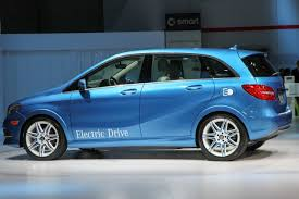 mercedes b class ev tesla mercedes pair up to create a mainstream ev with 115 mile