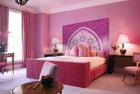 modele decoration chambre tête de lit orientale et porte marocaine