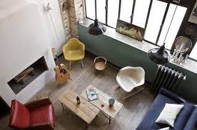 autour d un canapé un mélange de style très harmonieux fauteuils blanc et moutarde