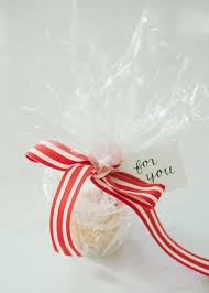 clear gift wrap 7 ways to package single cupcakes maurine dashney