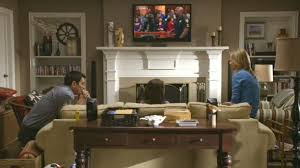 Modern Family Three Funny Families And Their Three Fab Houses - Modern family living room