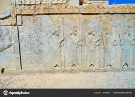 persiani antichi i soldati persiani antichi persepolis iran foto stock