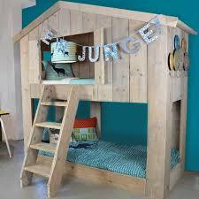 chambre cabane enfant le lit cabane warchild un must pour votre enfant abitare