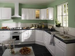 cuisine chez leroy merlin cuisine leroy merlin vert et blanche cet déco fait très