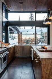 deco contemporaine chic cuisine rustique en bois massif sol en béton ciré et plafond bois