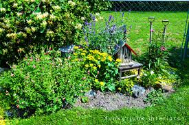 How To Mulch Flower Beds How To Edge Flowerbeds Like A Pro Via Funky Junk Interiorsfunky
