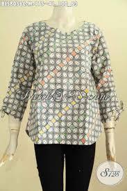 desain baju batik halus model baju batik atasan wanita blus batik tanpa krah dengan kancing