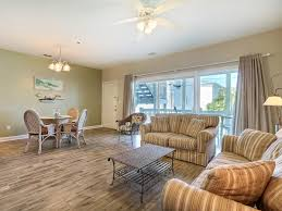 savannah georgia vacation rentals livingroom4 jpg