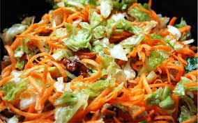 comment cuisiner le chou vert salade de chou vert aux carottes et au raisins recette de salade